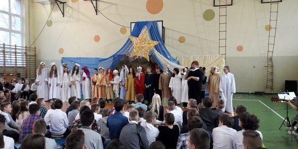 Szkolne Jasełka i apel świąteczny
